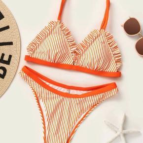 Helt ny bikini med flæser. Passer ca 34/36