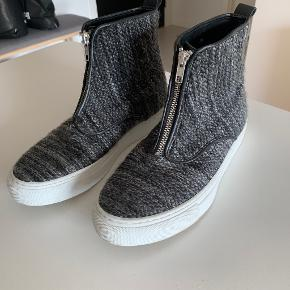Second Female sneakers