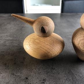To fugle fra Architectmade. Man kan vende kroppen, så man selv bestemmer, hvordan den ser ud.   Nypris:  Den tykke: 500 kr. Den tynde: 400 kr.  Sælges samlet for 500 kr.