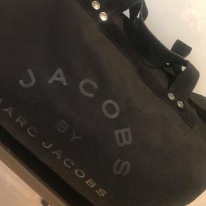 Weekend/ sportstaske,  Marc by Marc Jacobs Stort flot sort canvas taske. Brugt få gange.  Meget fin stand. Nypris 3500.- Kan hentes i Rungsted.  Porto 48 kr.