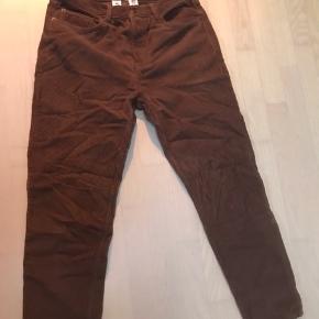 Lækre bukser fra Edinburgh urbanoutfitters.  Ny pris var 500  Køb dem til 150