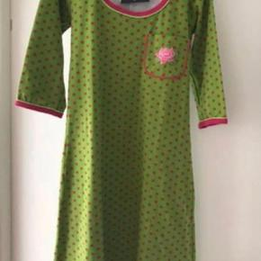 Varetype: Midi Farve: Lime, Pink, Rød Oprindelig købspris: 1200 kr.  Rhonda replay. Lækker kjole fra Margot.