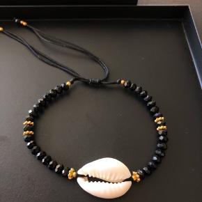 Nye ubrugte armbånd med de fineste perler og musling.   #30dayssellout
