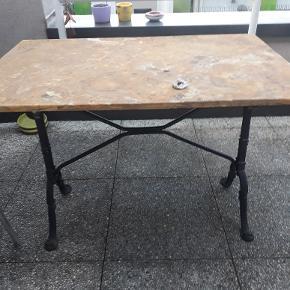Table en onyx 100 cm sur 60 cm et plateau non fixé