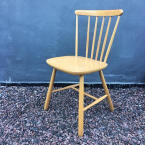 Super flot FDB stol / pindestol i modellen Farstrup i lyst træ. En ganske populær klassiker som kan holde mange år endnu. Solid og meget velholdt med masser af sjæl og patina.  Kan afhentes i Horsens el. vi kan mødes i Aarhus 😊