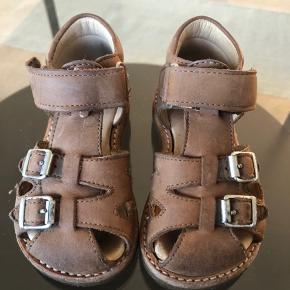 Lækre sandaler som nærmest ikke har været i brug