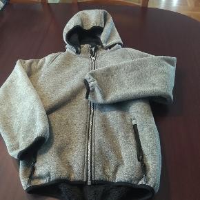 Softshell jakke fra nameit med for indvendigt.