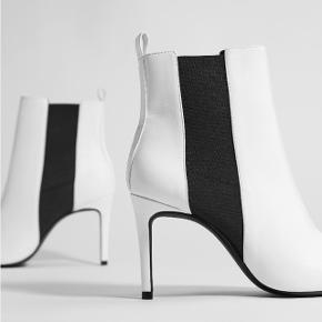 Helt nyt og ubrugte støvler fra Bershka True to size og lækre at gå i.  Hælhøjde er ca. 8 cm