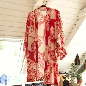 Liquorish Kimono