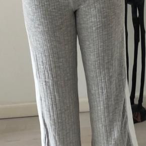 Hyggebukser med hvid stribe i siden fra ASOS.