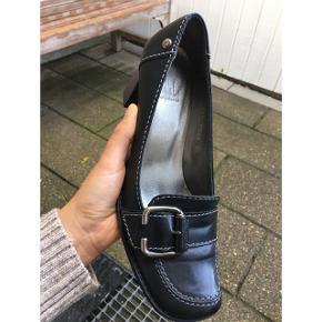 Billie Bi heels. Brugt få gange og fremstår som helt nye. Original sko-æske medfølger 👠