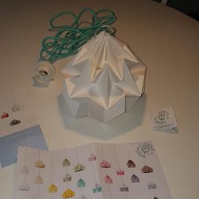 Studio Snowpuppe papir lampe.  Nypris er 700 kr.  Køber betaler porto.