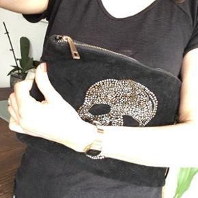 Pochette noir Face style velours  Dos imitation cuir