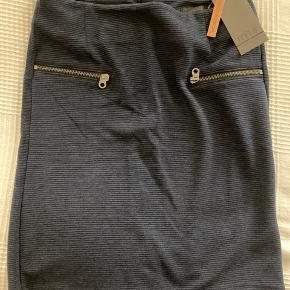Lækker flot nederdel i blå💙 Skal afhentes.