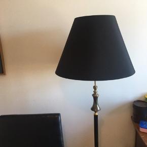 Fin gammel lampe på løveføder ☺️🦁