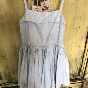 Smuk kjole fra morley str 10 år brugt 2 gange. Nypris1000 kr