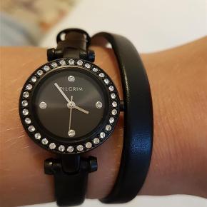 Varetype: Ur Størrelse: 799 Farve: Sort Oprindelig købspris: 799 kr.  Rigtig fint ur fra pilgrim, det er brugt et par gang. Det er læder. Jeg har der i sort og hvidt.