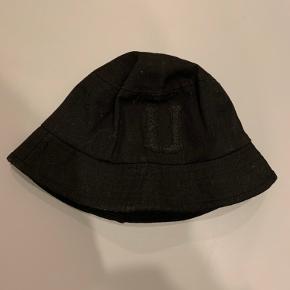 Upfront hue & hat