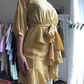 Kjolen er fra Pretty Little Thing men købt på Asos. Man skal være en smule forsigtig med lynlåsen bagpå. Jeg har brugt kjolen en enkelt gang!