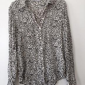 Smuk skjorte fra samsøe, med fine detaljer 😍