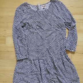 Fineste Tommy kjole, desværre for lille.