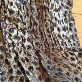 Leopard strop top med stræk og lag. Str. onesize.