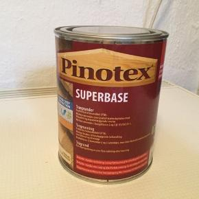 Pinotex Superbase Trægrunder til udendørs brug. 1 liter. Farveløs. Købt i efteråret 2017. Er uåbnet. Sælges da jeg ikke fik brug for den alligevel