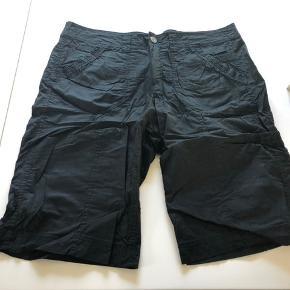 Skønne shorts i elastisk stræk stof i str. 48