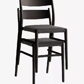 Helt nye stole, kun pakket ud. Passer ikke til vores andre møbler. Vi har 4 hvide og 4 sorte. Højde 84,5 cm, bredde 46,5 cm, dybde 52,5 cm, siddehøjde 46,5 cm. Ny tilbudspris 525kr stk. Sælges pr stk til 350kr. Se mere på https://www.jotex.dk/sequoia-stol-2-pak/1524458-01