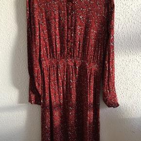 Langærmet kjole i rødbrun/Bordeaux viskose. Prisen er fast.  Se også mine andre annoncer.