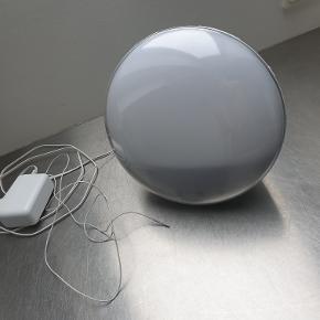 Philips HF3520/01. Vækkeur med indbygget radio og lysterapi, der vækker en gradvist og skånsomt ved at simulere en naturlig solopgang. Fantastisk om efteråret og vinteren!  Næsten ikke brugt og fungerer upåklagelig. Mangler brugsanvisning, der dog kan hentes på nettet.  Nypris 1400 kr.