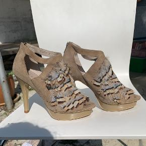 Sofie Schnoor heels