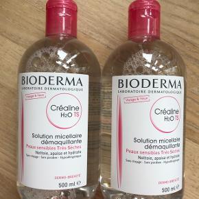 Helt nye Bioderma makeupfjerner / rensevand til meget tør hud. Holdbarhed til september 2020.  Kan afhentes på Østerbro i København, men jeg sender også gerne.  Skriv evt på 20835699 ved interesse:) 1 flaske sælges for 100,-
