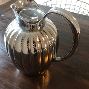 Georg Jensen Bernadotte Termokande/ teapot   1 liter Blankt rustfrit stål / sølv Ny pris 1500kr  Used for a couple of times, no scratches and clean inside  Looks very elegant :)