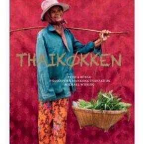 Super flot bog skrevet af thaikok sammen med vestlig madskribent og med fantastiske fotos af fotograf, der har rejst hele Thailand rundt specielt til denne bog. Maden er nerven i thailandsk kultur fra gadekøkkener til restauranter.  Drømmebogen for dem, der rejser i Thailand og selv vil lave retterne.  Forfatter: Prisca Rüegg og Phassaporn Mankongthanacho