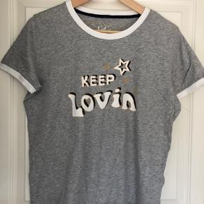 Fin t-shirt i str L brugt få gange