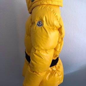Sælger denne super fine moncler jakke! Str 5 Mp er 1500kr Skriv for mere info - lidt slidt