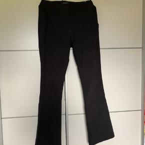 Sælger disse bukser fra Bruuns Bazar. De er brugte, men er stadig i fin stand. Str. S Ny pris var 800kr Åben for bud