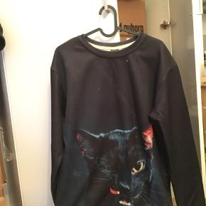 Sweatshirt with a black cat print Size M