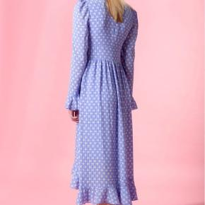 Smuk Stine Goya Freesia Dress i Diamonds Bluebell print. Som ny, kun brugt en enkelt gang :-)