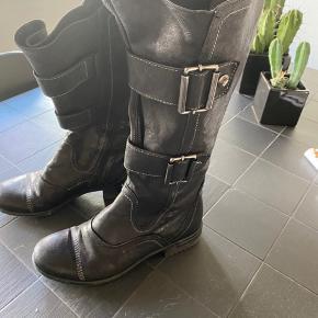 Khrio støvle m. spænde - ikke brugt ret meget