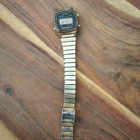 Casio ur Ca 2 år gammelt Nyt batteri Urskiven er lidt slidt 130kr  Køber betaler porto