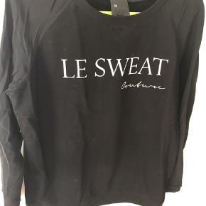 Virkelig cool Sweatshirt med ærmer i silke som bryder med det rå look