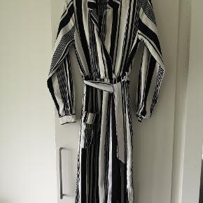 Fejl køb, polyester Str. M Længde 150cm