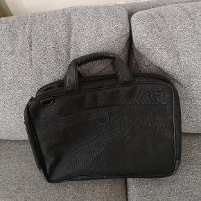 Ny computertaske sælges. Ses og købes i Kolding! :)