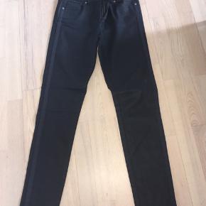 Mørkeblå bukser fra Pieszak str. 28.  Mørkeblå bukser model Diva High rise & skinny fit.