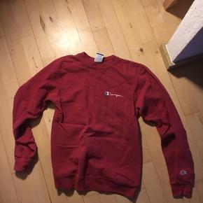 Bordeaux / rødvin farvet Champion sweater i small. Bomuld.