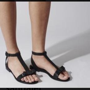 Smukke sandaler, god stand, kommer i original kasse og dustbag Bytter ikke