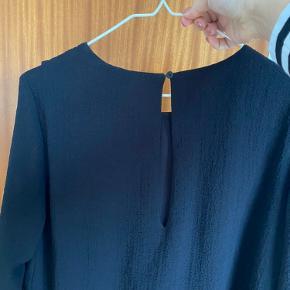 Fin skjorte, brugt nogle gange. Lækker kvalitet.