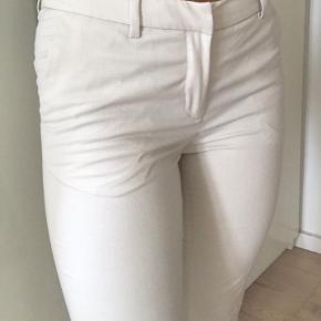 Hvide habitbukser i størrelse S. Brugt men i god stand😃